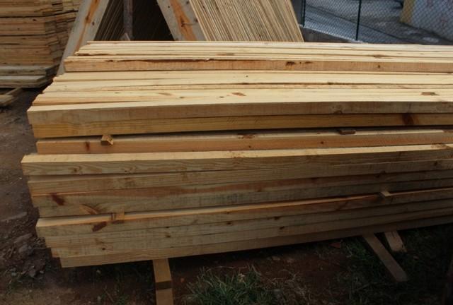 Pontaletes de Pinus Jaguaré - Piso Laminado