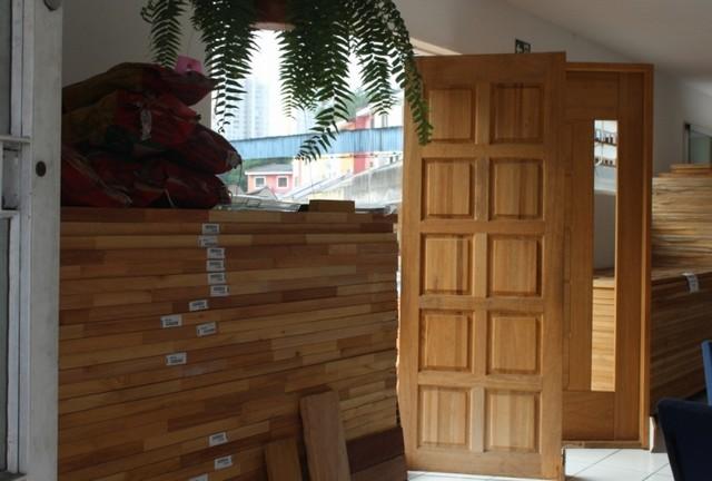 Porta Trabalhada de Madeira Butantã - Porta em Madeira