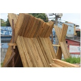 tábua de madeira para construção